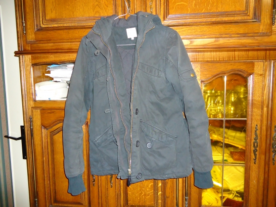 Annonce occasion, vente ou achat 'Blouson t40 marque etam noir avec capuche'