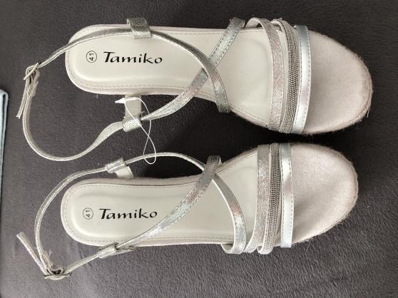 P41: Sandales compensées NEUVES