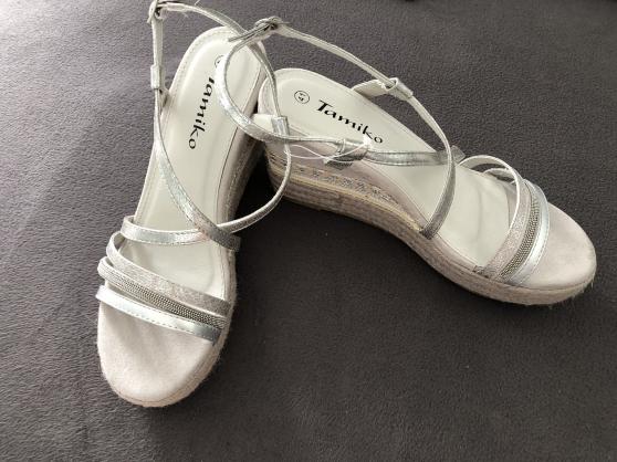 P41: Sandales compensées NEUVES - Photo 2