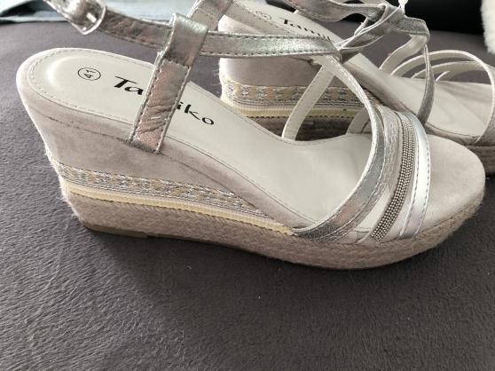 P41: Sandales compensées NEUVES - Photo 3