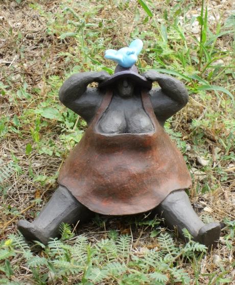 Sculpture céramique « Femme assise à L'o