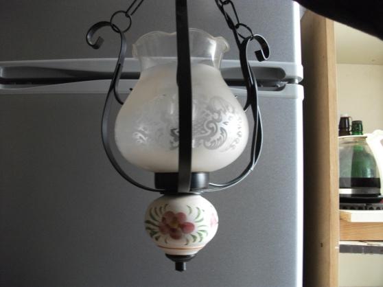Petite Annonce : Luminaire,+ abat-jour,+ampoules - Luminaire d\'occasion,bon état + Abat-jour neuf  et 5 Ampoules neuf