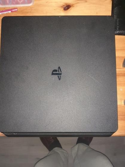 PS4 1 To avec 2 manettes + une dizaine d