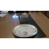 Cafetière et plat en porcelaine