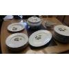 Lot de 25 pièces en porcelaine Veronèse.