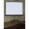 Ecran de projection portable sur trépied