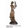 Sculpture '' Dame faisant de la musique